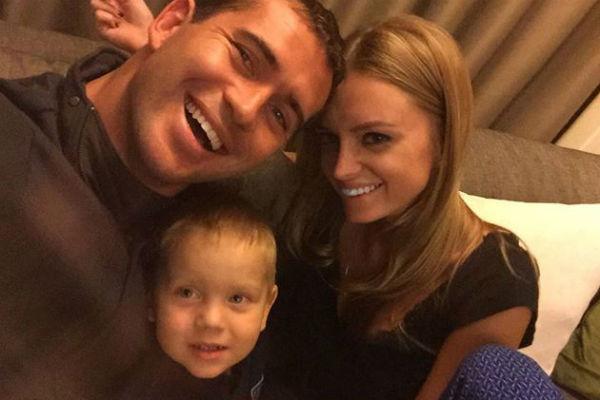 Александр Кержаков с женой и сыном