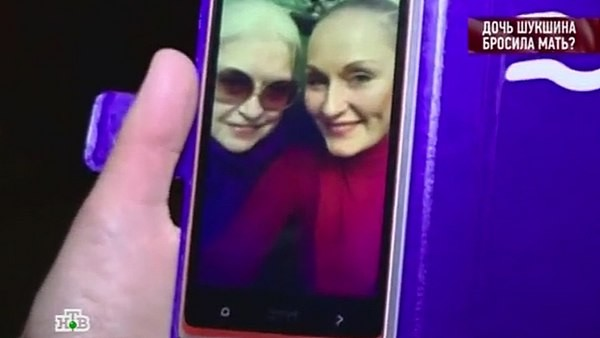 Фотография Ольги Шукшиной с матерью, сделанная в 2014 году