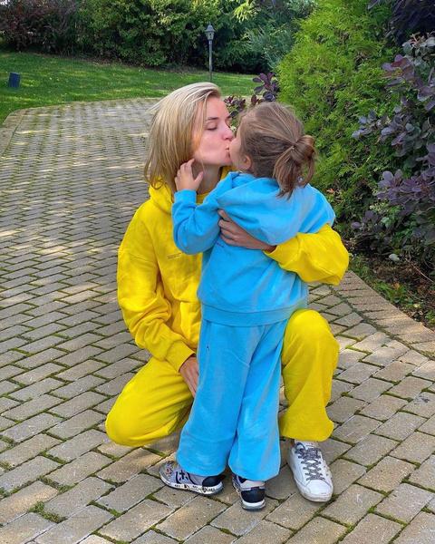 Певица воспитывает дочь от Дмитрия