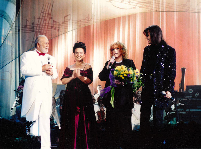 Алла Пугачева, Филипп Киркоров и его тетя Мари на 70-летнем юбилее Бедроса Киркорова в 2002 году