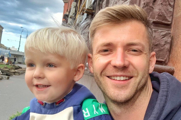 Каратаев признался, что намерен судиться с бывшей женой из-за сына