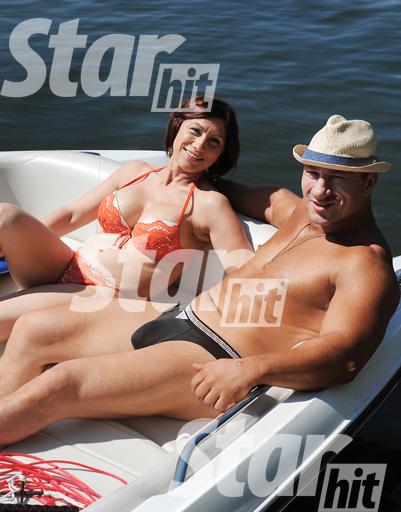 На пляже в Строгино Роза впервые появилась в купальнике после операции по увеличению груди