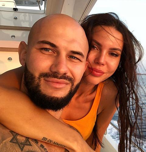 Оксана Самойлова и Джиган помирились и забрали заявление из суда
