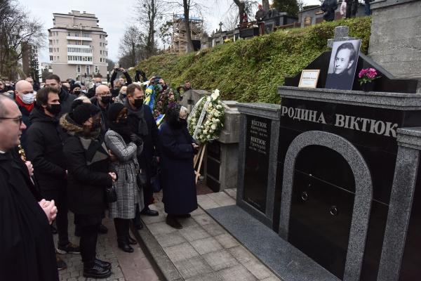 Режиссер похоронен на Лычаковском кладбище