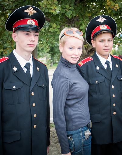 Ребята из суворовского училища захотели сфотографироваться с любимой актрисой