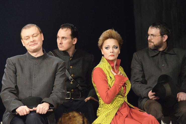 Актриса продолжает играть в театре. Зрители высоко оценили спектакль «Кавказский меловой круг» с ее участием