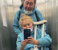 «На операцию везли голой, повредили органы»: звезда «Квартета И» подает в суд на врачей, издевавшихся над женой