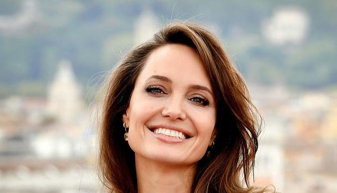 Анджелина Джоли разделась для фотосессии