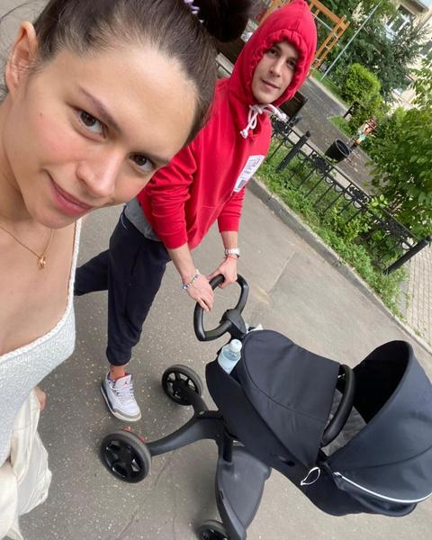 Иван проводит много времени с ребенком, успевая при этом сниматься