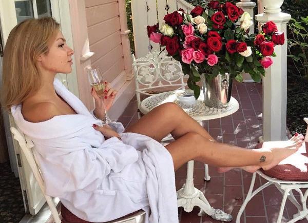 Ирина часто демонстрирует в своем микроблоге атрибутику красивой жизни