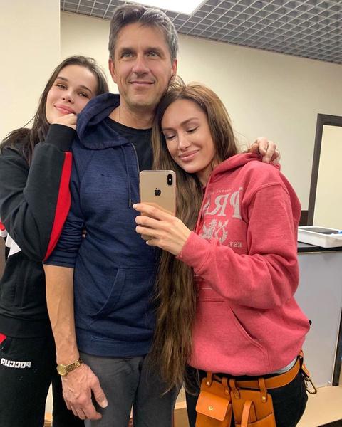 Алена с сестрой и отцом