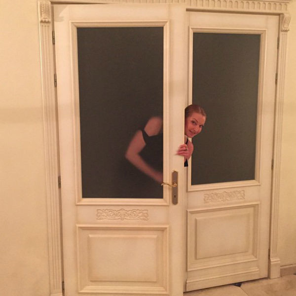Анастасия призналась, что в ее новом доме 36 дверей, каждой из которых она уделила особое внимание при оформлении пространства