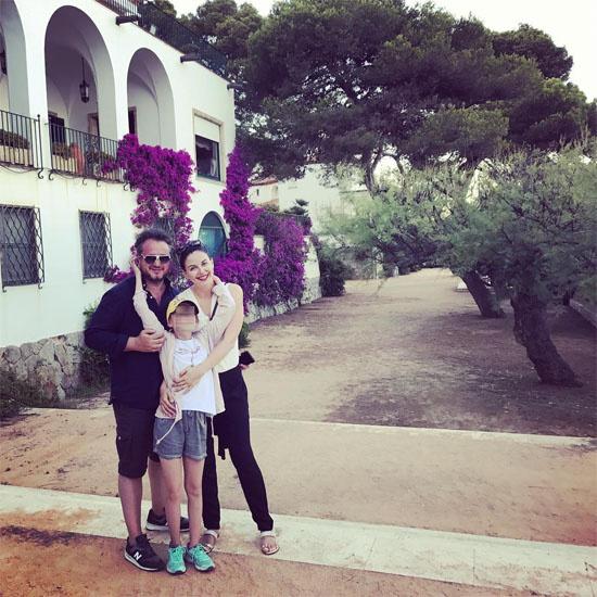 Наталия Власова с мужем и дочерью