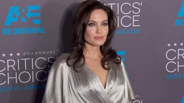 Анджелина Джоли избегает разговоров о личной жизни
