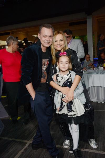 В тяжелые времена Левкина поддерживала нынешняя супруга Марина Ичетовкина.
