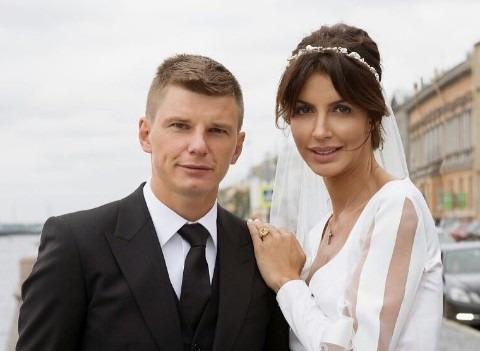 «Давно не писали про троих брошенных детей»: Алиса Аршавина заступилась за мужа