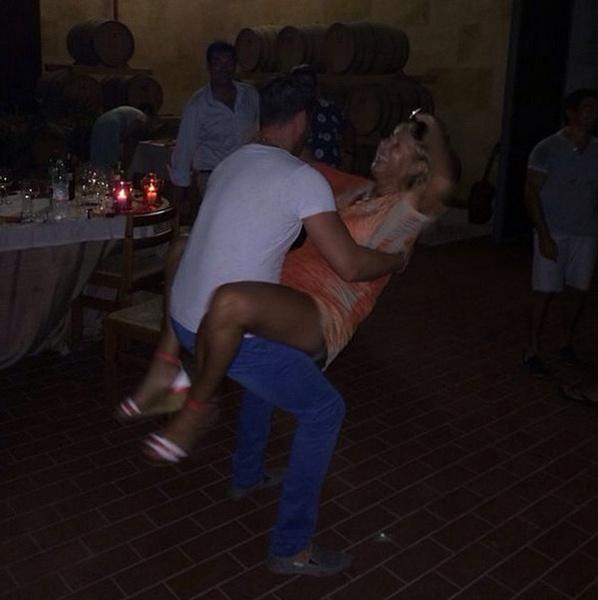 Жена Прохора Шаляпина исполняет зажигательный танец
