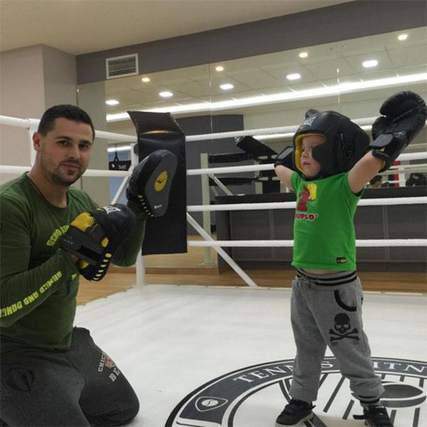 Сергей Пынзарь устроил для сына Темы тренировку по боксу