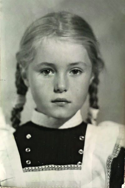 В школе будущая звезда была отличницей, середина 70-х
