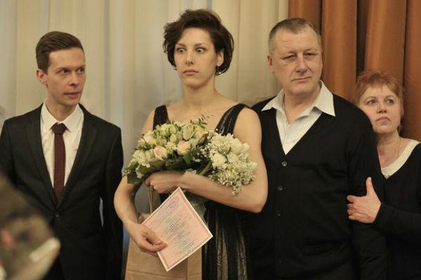 Актриса долгое время отстранялась от отца и бабушки