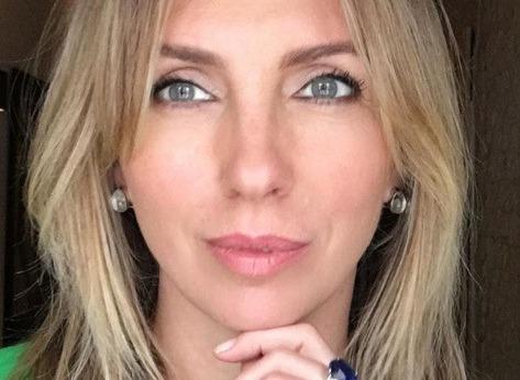Светлана Бондарчук поделилась фотографией в «голом» платье