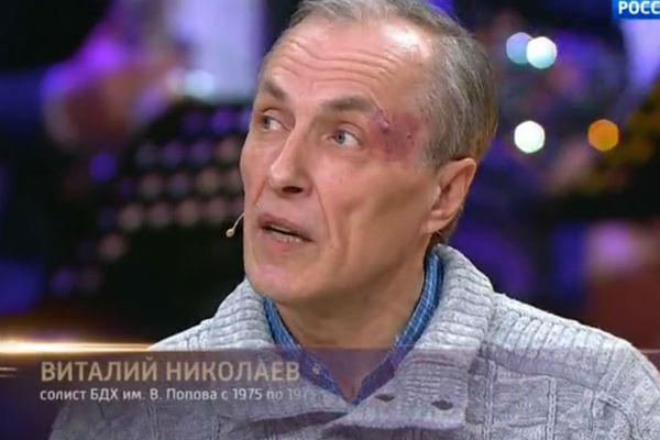 Виталий живет и работает в Москве