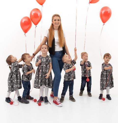 Оксана Кобелецкая с детьми