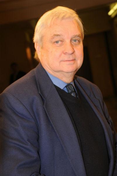Александр Стефанович развелся с Пугачевой в 1981 году