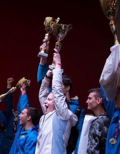 Юные спортсмены радуются победе