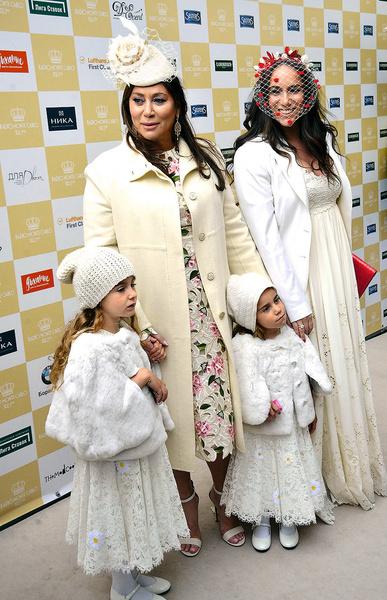 Дочь и внучки переняли ее чувство стиля