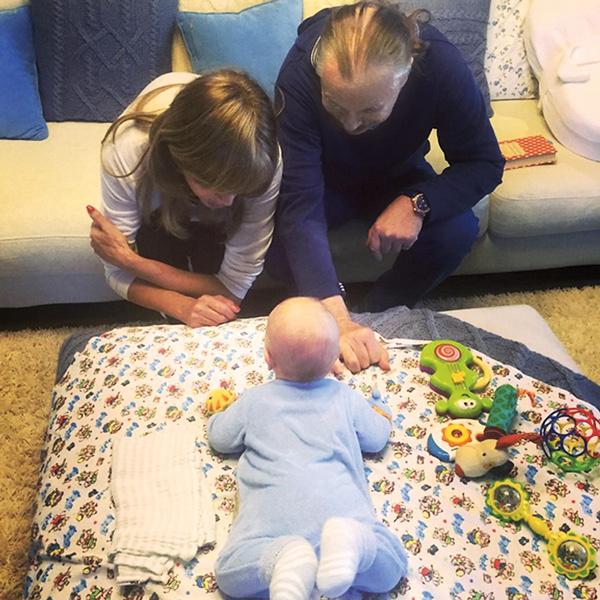 Пресняковы-старшие регулярно приезжают в гости к девятимесячному внуку Артемию