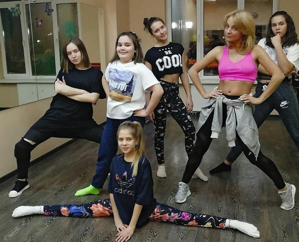 В 2009 году Дарья, которая с детства занимается хореографией, открыла собственную школу танцев