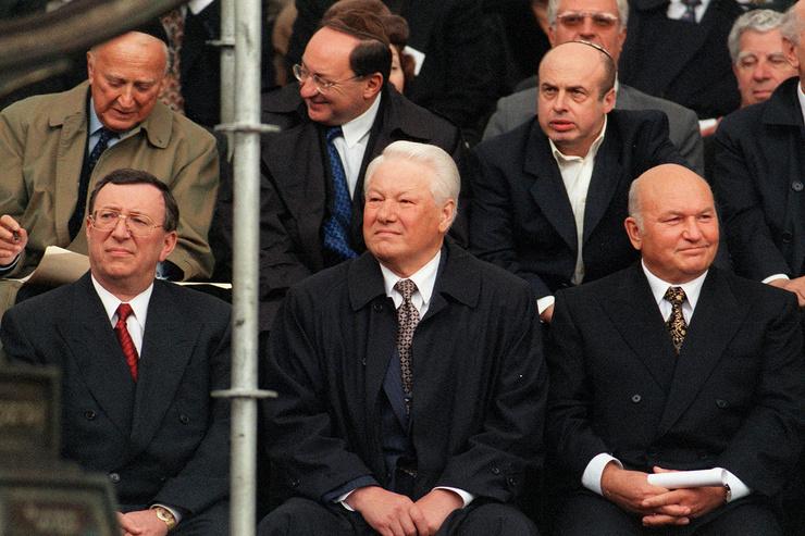 Политик, хозяйственник и муж самой богатой женщины в России. Каким был Юрий Лужков