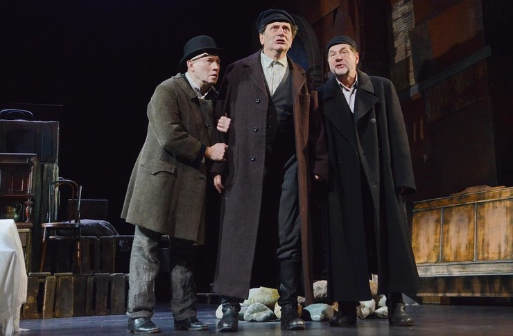 Сейчас Виктор Иванович задействован сразу в нескольких театрах (фото со спектакля «Помоги нам, Господи»)