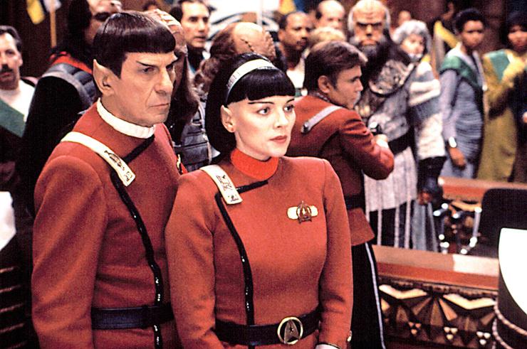 В картине «Звездный путь 6: Неоткрытая страна» Ким предстает в непривычном для зрителей образе брюнетки