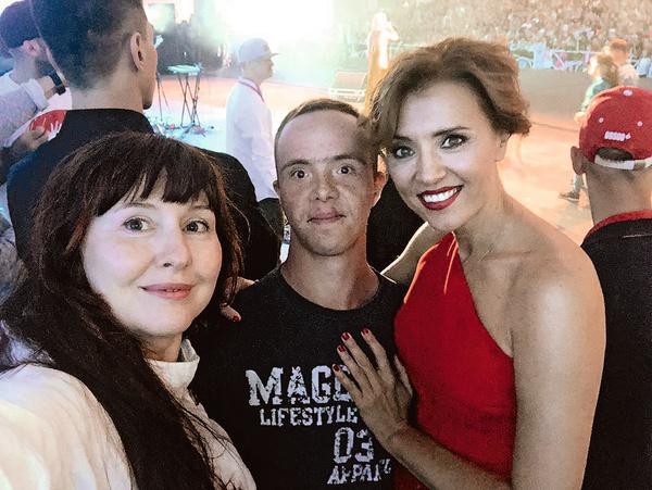 Стас Богданов с Ксенией Алферовой и режиссером театра Юлией Сапоновой