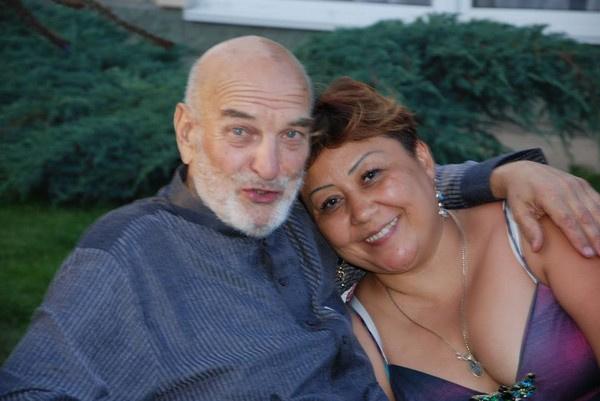 Алексей Петренко женился на Азиме Абдумаминовой в 2010 году