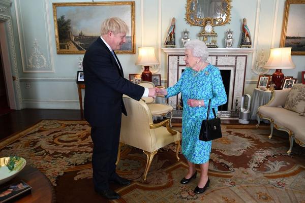 В Букингемском дворце Елизавета II не только живет, но и принимает высокопоставленных гостей