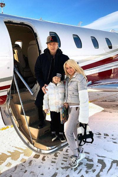 Маленький Саша много путешествует вместе с родителями