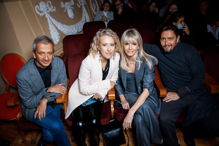 Константин Богомолов, Ксения Собчак, Яна Расковалова с мужем Вадимом