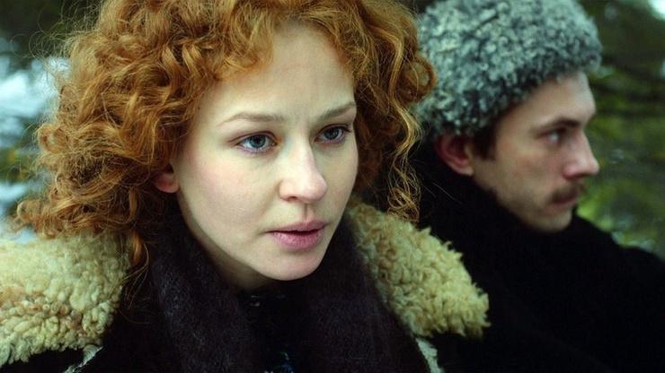 Актриса перевоплотилась в соблазнительницу Анфису, по которой сходят с ума Прохор и Петр Громовы