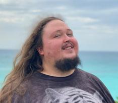 242-килограмовый сын Никаса Сафронова VS идеальные тела: Лука сделал провокационную фотосессию на море