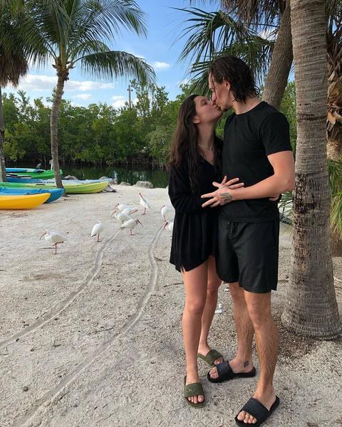 Сергей и Елена познакомились в социальных сетях