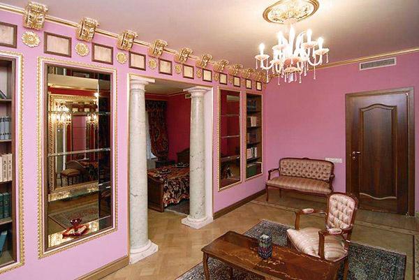 Каждая комната имеет свой  цвет. Ремонт в квартире  сделан по индивидуальному  дизайн-проекту