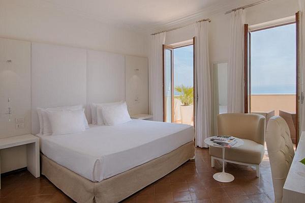 Интерьер комнат выполнен в приятных пастельных тонах