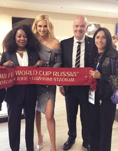 Виктория Лопырева с представителями FIFA