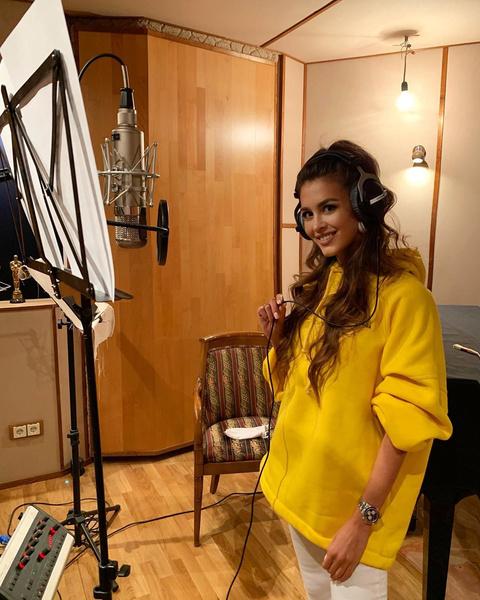 Анна Бузова решила стать певицей