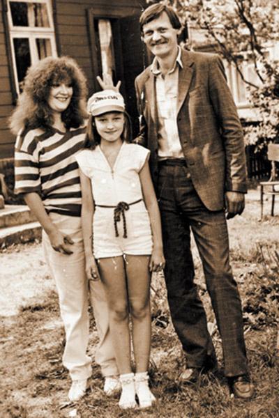 Алла Пугачева, Кристина Орбакайте и Миколас Орбакас в литовской Паланге. 1982 год, Кристине – 11 лет