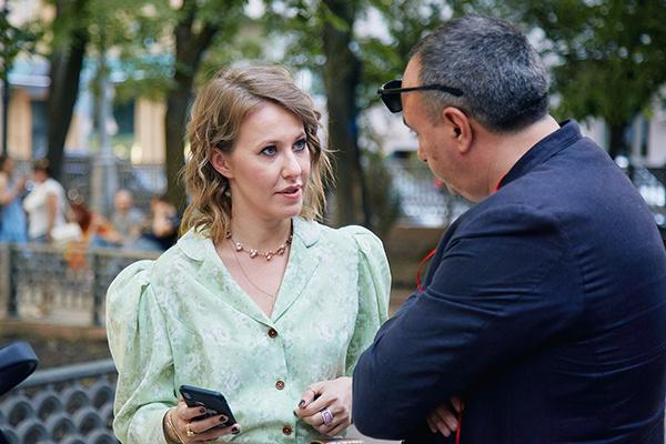 Телеведущая приняла участие в премьерной постановке МХТ «Мастер и Маргарита».