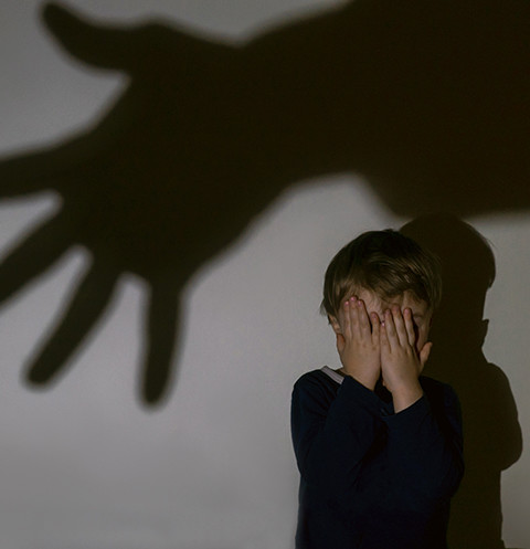 Психически нестабильный мужчина взял в заложники маленьких детей